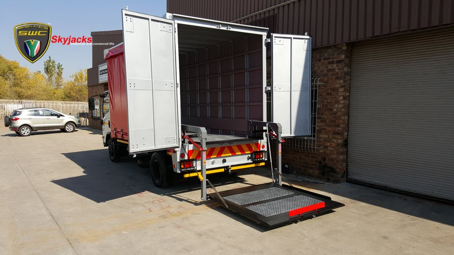 Skyjacks Tail Lift